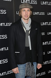 Dax Shepard attended a screening of 'Limitless' looking preppy in a black blazer and knit scarf.