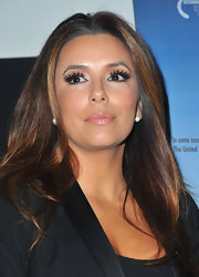 Eva Longoria may have opted for a simple ensemble, but her beauty look was all drama. Eva paired her blazer-denim combo with full lashes and a glossy pout.