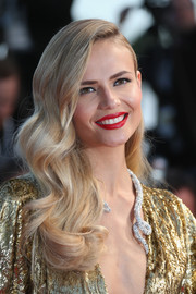 Natasha Poly showed off perfectly sculpted vintage-style waves at the 'Sea of Trees' premiere in Cannes.