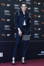Kristen Stewart teamed her suit with black Mary Jane pumps.