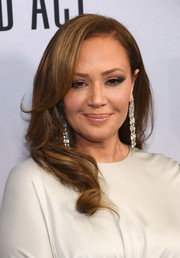 Leah Remini stepped up the glamour with a pair of diamond chandelier earrings.