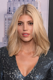 Devon Windsor attended the world premiere of 'Second Act' wearing her hair in a center-parted lob.