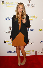 Molly Sims wore the color of the season at the Art Mere event in an orange cocktail dress. A black shawl blazer topped off her on-trend look.