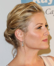 Jessica Capshaw went for classic elegance with this wavy chignon when she attended the Baby2Baby Gala.