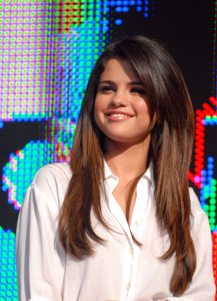 More Straight Guys Here Follow: More Pics Of Selena Gomez Long Straight Cut (3 Of 49