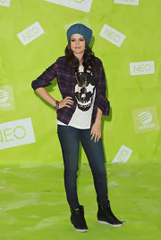 Selena borrow a bit of the Biebs' style with these rugged Neo kicks.