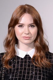 Karen Gillan kept it sweet and youthful with this wavy hairstyle at the Self-Portrait fashion show.