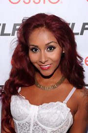 Nicole Polizzi teamed her low-cut outfit with a chic gold chain necklace.