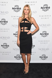Kelly dazzled in a cutout LBD.