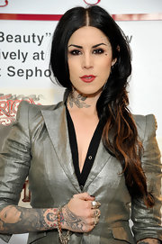 Kat Von D wore her hair with a casual center part and side-swept waves during her first solo art show.