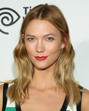 Karlie Kloss opted for low-key makeup, except for that striking red lip.