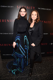 Diane Lane sealed off her look with black knee-high boots.