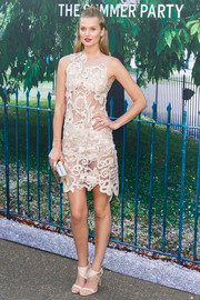 Toni Garrn chose simple nude ankle-strap sandals to complete her look.