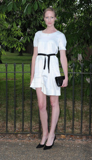 Jade Parfit completed her minimalist monochrome look with a black patent leather clutch.