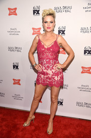 Elaine Hendrix paired her sexy dress with gold slingback peep-toes.