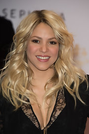 Shakira kept her look natural and fresh with a glossy nude lip color.