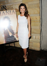 Shania was white hot in a sheath dress for the Ceasars Palace Las Vegas Country Music Hall of Fame.