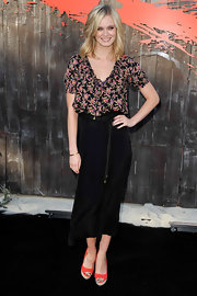 Sara Paxton looked sweet and summery in a floral peasant blouse and high-waisted maxi skirt for the 'Shark 3D' Comic-Con event.