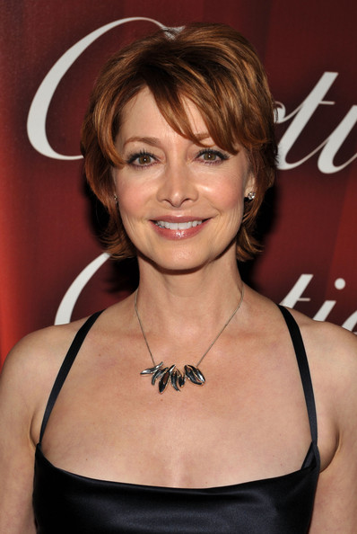 Sharon Lawrence Layered Razor Cut [red carpet,hair,hairstyle,eyebrow,beauty,chin,layered hair,brown hair,blond,bangs,dress,sharon lawrence,palm springs convention center,california,palm springs international film festival awards gala,gala]