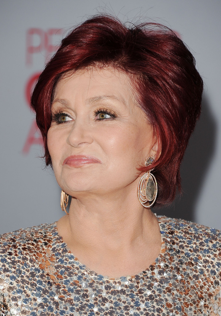 Sharon Osbourne Wore A Pair Of Dangle Decorative Earrings Made Diamonds And Gemstones At The