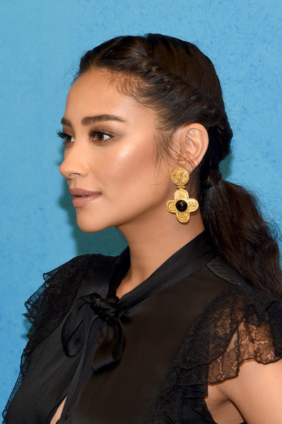 Shay Mitchell Gold Dangle Earrings [michael kors collection spring 2019 runway show,hair,beauty,hairstyle,eyebrow,jewellery,forehead,long hair,black hair,girl,model,shay mitchell,front row,new york city,pier 17]