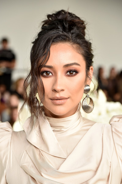 Shay Mitchell Messy Updo [shows,the shows,hair,face,hairstyle,eyebrow,fashion,lip,beauty,chin,black hair,fashion model,shay mitchell,zimmermann - front row,front row,gallery i,new york city,zimmermann,spring studios,new york fashion week]