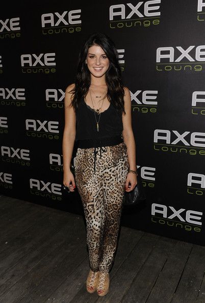 Shenae Grimes modernized her leopard harem pants with a pair of tan lace up booties.