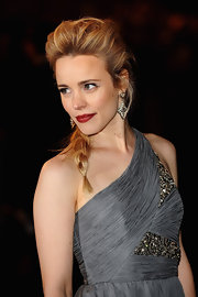 Rachel McAdams paired her one-shoulder gown with decadent earrings.