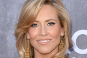 Sheryl Crow Medium Wavy Cut