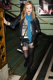 A blue scarf added some color to Laura Whitmore's monochromatic ensemble at the 2011 Shockwaves NME Awards.