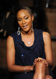 Shontelle paired her midnight blue dress with silver dangle earrings.