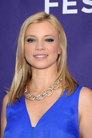 Amy Smart wore silver metallic shadow to the Tribeca Film Festival. It was a nice way to highlight her cobalt blue dress.