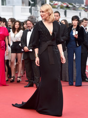 Cate Blanchett totally owned the red carpet in a black Armani Prive gown with an obi-style belt and bamboo detailing cascading down the front during the 'Sicario' premiere in Cannes.