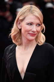 Cate Blanchett chose a simple wavy 'do for the 'Sicario' premiere in Cannes.