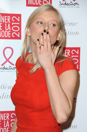Anna Sherbinina wore an opaque black polish at the 2012 Sidaction Gala Dinner.