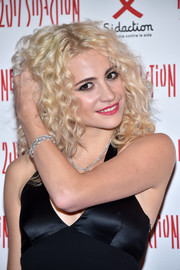Pixie Lott wore a diamond bracelet and a matching necklace for some sparkle to her black dress at the 2017 Sidaction Gala.