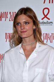 Constance Jablonski kept it breezy with these boho waves at the 2017 Sidaction Gala.