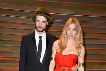 Sienna Miller Tom Sturridge Stars at the Vanity Fair Oscar Party