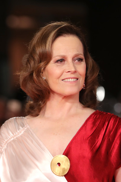 Sigourney Weaver Medium Wavy Cut [hair,beauty,human hair color,hairstyle,lady,fashion model,shoulder,smile,chin,girl,sigourney weaver,red carpet,rome,italy,auditorium parco della musica,red carpet,rome film fest]