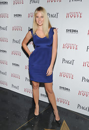 Genvieve Morton wore this simple blue dress to the 'Silent House' premiere.