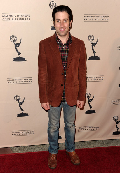 Simon Helberg Clothes
