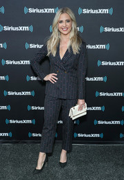 Sarah Michelle Gellar styled her suit with a chic white leather clutch.