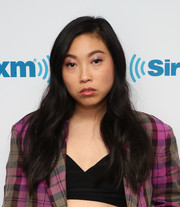 Awkwafina matched her outfit with shimmering lavender eyeshadow.