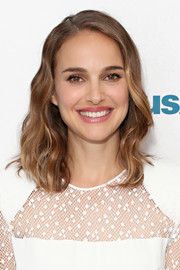 Natalie Portman looked sweet and pretty with her face-framing waves while visiting SiriusXM Town Hall.