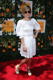 Leigh Lezark wore this white frock with puffed sleeves for a fun and chic look on the red carpet.