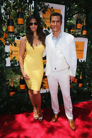 Camila Alves showed off her killer curves in a soft yellow bandage dress.