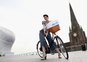 Erin O'Connor, with her bicycle at the Sky Ride Birmingham Photocall, wore a pair of light gray high-heeled leather oxfords.