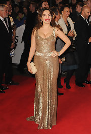 The only thing left without glitter in Kelly Brook's look was this light beige box clutch.