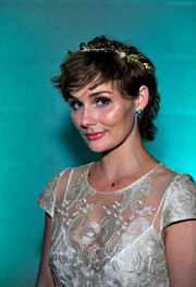Clare Bowen made messy look so cute when she wore this hairstyle to the Skyville event.