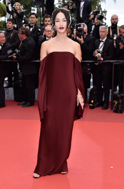 Nicole Warne went for minimalist elegance in a burgundy off-the-shoulder gown at the Cannes premiere of 'Slack Bay.'